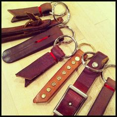 DIY key fobs Leather Accessories, Leather Jewelry, Leather Purses, Leather Bag, Leather Key Holder, Leather Keychain, Leather Scraps, Sewing Leather, Leather Projects