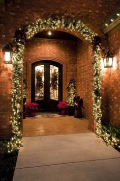 Gorgeous Christmas decorations for the entryway of a home!  :)