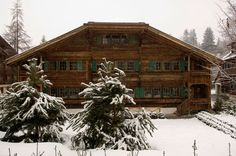 Casa-Gstaad - fun ski house Isabel Lopez, Green Shutters, Swiss Chalet, Getaway Cabins, Cozy Cabin, Take Me Home, Cabin Homes, Lodges, Sweet Home