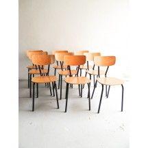 chaises de bistrot rouges en ska confortables vintage en bois chaise bistrot skai rouge. Black Bedroom Furniture Sets. Home Design Ideas