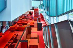 Flexwerken in het culturele hart van Breda. Lensvelt leverde in de zomer van 2015 diverse meubelproducten uit eigen huis naar ontwerp van M+R interior architecture. Chassé Connect, zoals het nieuwe gedeelte van het Bredase theater heet, bevindt zich boven de loungebar FRONT. Het is een mooie lichte ruimte, met zitjes voor verschillende gelegenheden. Zo kunnen mensen zich afzonderen in de AVL Skulls. Ook is er genoeg ruimte om met groepen bij elkaar te zitten.
