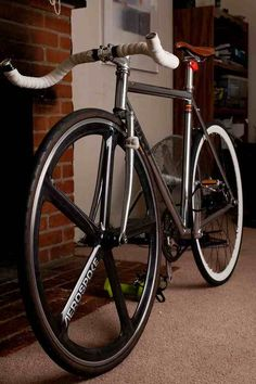 aerospoke Bici Fixed, Bike Pic, Fixed Gear Bicycle, Speed Bike, Cycling Bikes, Road Cycling, Bicycle Design, Cool Bikes, Vintage Bicycles