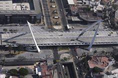 Vista áerea del Puente Matute Remus, Guadalajara, Jalisco.  Diseño estructural Arq. Miguel Echauri y Arq. Álvaro Morales.  Foto Antonio Bricio.  www.echaurimorales.com