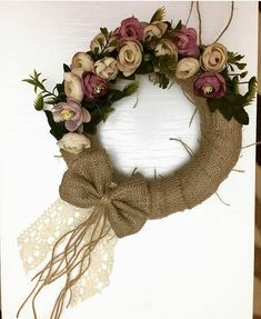 Door decoration, do it yourself, for colored lvels, Fall Wreaths, Christmas Wreaths, Christmas Decorations, Felt Flowers, Paper Flowers, Xmas Crafts, Diy And Crafts, Wedding Wreaths, Diy Wreath