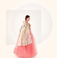 Tchai Kim Youg-Jin is traditional Korean hanbok brand Korean Traditional Clothes, Traditional Fashion, Traditional Dresses, Korean Fashion Trends, Trendy Fashion, Fashion Outfits, Hanbok Wedding, Korea Dress, Modern Hanbok