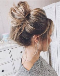 messy bun top knot easy hairstyles blonde highlights