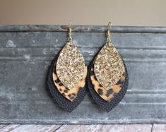 Leopard Cheetah Faux Leather Earrings Gold, Silver, or Rose Gold Glitter Fall Faux Leather Earrings - Women's style: Patterns of sustainability Diy Leather Earrings, Diy Earrings, Leather Jewelry, Gold Earrings, Gold Leather, Letter Earrings, Vintage Leather, Earrings Handmade, Beaded Jewelry