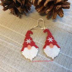 Perler Earrings, Beaded Earrings Patterns, Peyote Patterns, Beading Patterns, Beading Ideas, Diy Earrings, Crochet Earrings, Beaded Bracelets, Stud Earrings