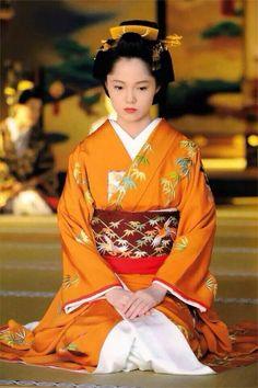 篤姫 (ATSUHIME ー legal wife of Shogun Iesada Tokugawa of Edo Shogunate)played by Aoi Miyazaki Traditioneller Kimono, Kimono Japan, Japanese Kimono, Japanese Girl, Traditional Kimono, Traditional Outfits, Kabuki Costume, Geisha Art, Japanese Costume