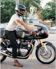 Triumph Thruxton R custom cafe racer Cafe Bike, Cafe Racer Bikes, Cafe Racer Motorcycle, Cafe Racers, Motorcycle Gear, Cafe Racer Helmet, Retro Motorcycle, Triumph Motorcycles, Vintage Motorcycles