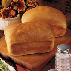 Mini White Breads Recipe- Recipes These small, perfectly portioned loaves have a wonderful flavor and texture. Yeast Bread Recipes, Loaf Recipes, Bread Machine Recipes, Banana Bread Recipes, Cooking Recipes, Bakery Recipes, Batch Cooking, Cooking Ideas, Mini Bread Loaves