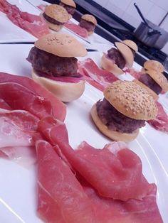 prosciutto crudo Sergio Motta stagionato 2 e 5 anni, sandwich con pasta di salame e rossa di Tropea, e con salamella e senape leggera