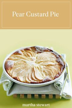 Learn how to make pear custard pie with our step-by-step recipe for a family-friendly, easy cold dessert that can be enjoyed throughout the year. Tart Recipes, Fruit Recipes, Gourmet Recipes, Dessert Recipes, Gourmet Foods, Jelly Recipes, Canning Recipes, Recipies, Pear Custard Pie Recipe