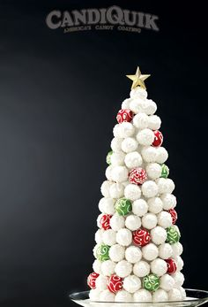 Cake Pop Christmas Tree - made completely out of cake pops - tutorial from Miss CandiQuik This elegant Christmas tree is made completely out of cake bites! Christmas Cake Pops, Christmas Sweets, Christmas Goodies, Christmas Baking, Christmas Holidays, Elegant Christmas, Office Christmas, Christmas Morning, Christmas Decor