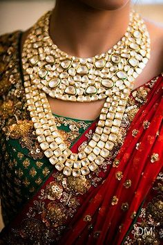 Absolutely love this bridal set - Indian wedding - Indian wedding jewelery - Indian wedding jewellery - kundan jewllery - meenakari jewellery ♚❥❣ ❣❥♚ Indian Wedding Jewelry, Indian Bridal, Indian Jewelry, Bridal Jewelry, Gold Jewellery, Quartz Jewelry, Jewellery Designs, Diamond Jewelry, Bridal Jewellery Inspiration