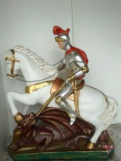 São Jorge - peça de gesso de 30kg e 70cm de altura, confeccionada pelo Ateliê.