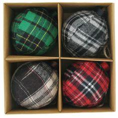 Plaid Christmas ornaments - Scottish tartan, quilted Celtic Christmas, Christmas Lodge, Tartan Christmas, All Things Christmas, Christmas Holidays, Christmas Crafts, Christmas Decorations, Christmas Ornaments, Xmas