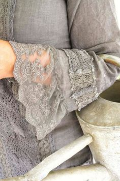 I am in love with romantic lace cuffs with an a-line shape, not gathers. I am in love with romantic lace cuffs with an a-line shape, not gathers. Sewing Clothes, Diy Clothes, Fashion Details, Diy Fashion, Mode Boho, Altered Couture, Linens And Lace, Mori Girl, Sleeve Designs