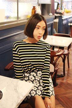 """Today's Hot Pick :时尚派☊三色条纹圆领T恤 http://fashionstylep.com/SFSELFAA0013527/khyelyuncn/out """"条纹元素在时尚的T台上,永不退场,一直都是潮流的主导者,排列间隔着炫彩的色泽,律动的节奏,彰显灵动的风格~小小的圆领,告别繁复,回归淳朴,却带来了不一样的流行效果~精选优质面料,亲肤柔和,健康舒适!~立体剪裁,宽松版型,自由的姿态,随心搭配!你的青春你做主~ *搭配建议:可以选择休闲裤,可以搭配包臀裙,百变的风格,随你所想~! -长袖T恤- -三色条纹- -经典圆领- -单色-"""""""