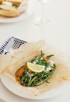 """Helppo kesäruoka: kalaa ja vihanneksia """"en papillote"""""""