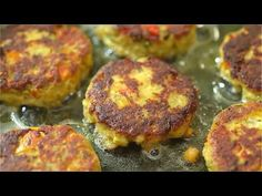 This Easy Salmon Patty recipe is definitely a keeper. Made with canned salmon and simple ingredients, you'll want to make it again and again. Recipe at: http. Baked Salmon Recipes, Fish Recipes, Seafood Recipes, Cooking Recipes, Recipies, Canned Salmon Patties, Salmon Patties Recipe, Cook Frozen Salmon, Patty Food