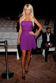 Victoria Silvstedt Photos - Silvstedt chows down - Zimbio