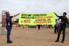 BRASÍLIA (DF) -manifestantes seguram faixaemprotesto VEEMENTES!..