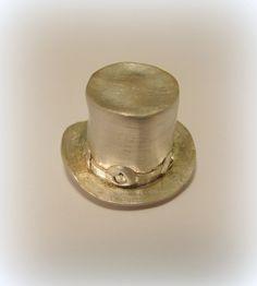 Slash topper top-hat pendant by Minicsiga on Etsy