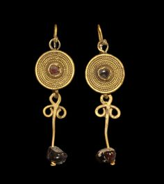 Roman Gold Garnet Drop Earrings. Circa 2nd century AD.