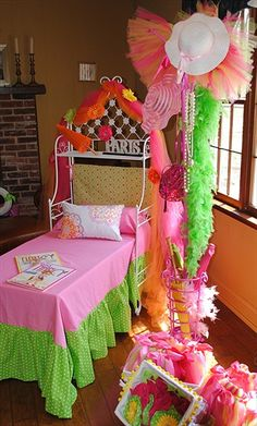 Fancy Nancy party, I wish Aadia was still 5 she lovedFancy Nancy books, and such a cute party idea:( they grow up soo fast. Now it's Hunger Games she loves.