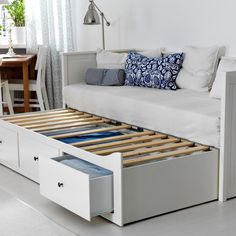 Un lit banquette gigogne style scandinave, Ikea