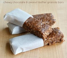 Chewy Chocolate and Peanut Butter Granola Bars Recipe. Gonna try it without the Karo syrup! Easy Snacks, Yummy Snacks, Yummy Food, Healthy Snacks, Healthy Sweets, Healthy Recipes, Easy Baking Recipes, Real Food Recipes, Snack Recipes