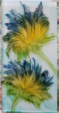 Flowers in alcohol ink on lon Flowers in alcohol ink on glass tile. Using aqua pen and air. By Tina Source by doepkermechthil - Alcohol Ink Tiles, Alcohol Ink Glass, Alcohol Ink Crafts, Alcohol Ink Painting, Watercolor Flowers, Watercolor Art, Ink In Water, Art Journal Techniques, Encaustic Art
