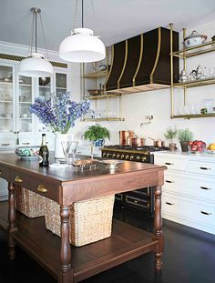 This Chicago Apartment's Before And After Transformation Will Make Your Jaw Drop, classic kitchen, traditional kitchen It's basically a jewel box in the middle of the city. Chicago Apartment, Interior Exterior, Home Interior, Interior Design, Modern Exterior, Luxury Kitchens, Cool Kitchens, Tuscan Kitchens, Layout Design