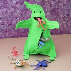 halloween crafts ...need..  Template for (CLAY) Oogie Boogie Monster  Scissors  Pins for attaching the template pieces to the felt  2 small sheets of green felt (neon green or lime green look especially good)  Black felt scraps  Needle and black thread  Low-temperature hot glue gun  2 pipe cleaners