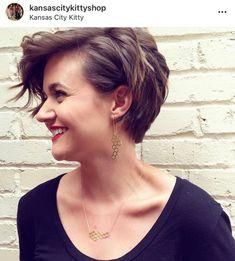 Pixie Haircut For Round Faces, Longer Pixie Haircut, Short Hair Styles For Round Faces, Round Face Haircuts, Curly Hair Styles, Short Hair Cuts Teens, Short Hair Round Face Plus Size, Short Hair For Chubby Faces, Wavy Pixie Haircut
