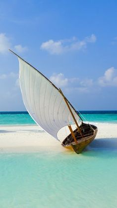 Boat on Maldive beach htc one wallpaper - Best htc one wallpapers Blue Beach, Ocean Beach, Bateau Yacht, Sailboat Painting, Boat Art, Tropical Beaches, Sail Away, Am Meer, World Of Color