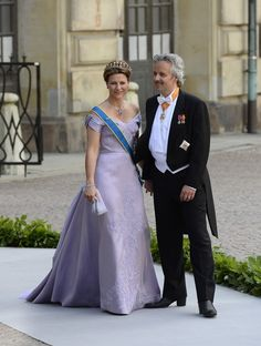 Princess Martha Louise (L) of Norway and her husband Ari Behn arrive on June 8, 2013 to Princess Madeleine of Sweden and Christopher O'Neill 's wedding ceremony at the Royal castle in Stockholm.
