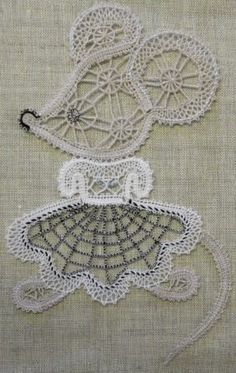 Needle Lace, Needle And Thread, Bruges Lace, Bobbin Lacemaking, Bobbin Lace Patterns, Victorian Lace, Lace Making, Handicraft, Machine Embroidery Designs