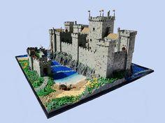 Medieval Castle, Medieval Fantasy, Lego Station, Lego Burg, Lego Structures, Cool Lego, Awesome Lego, Dover Castle, Lego Display