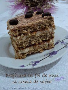 Zambetania: Prăjitură cu foi de nuci şi cremă de cafea My Recipes, Cake Recipes, Dessert Recipes, Cooking Recipes, Romanian Desserts, Romanian Food, Xmas Cookies, Something Sweet, Bakery