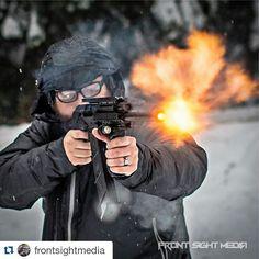 #Repost @frontsightmedia with @repostapp  @gtrdetails Dave getting busy on a fun snow day. #soconusa #nwsde #oregon3gun #gunsdaily #gunporn #pacnw #sundaygunday #igmilitia #smithoptics #smithelite