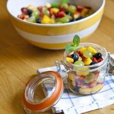 Ensalada de frutas con aderezo de miel y lima