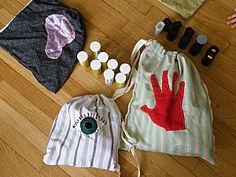 Lotos des sens - Vers l'autonomie avec Montessori Ouie : boites à bruit Kinder Vue : le jeu du nuancier Toucher : apparier les tissus/ les sacs mystère