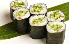 Aprenda passo a passo como fazer Hossomaki um dos sushis tipos de sushi mais populares aqui no Brasil, pois tem diferentes tipos de recheio, desde do pepino até frutas.