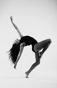 Photography Dance Poses Shadows 18 Ideas For 2019 Contemporary Dance Poses, Contemporary Dance Photography, Dance Photography Poses, Photography Lighting, Macro Photography, Digital Photography, Portrait Photography, Dance Picture Poses, Dance Photo Shoot