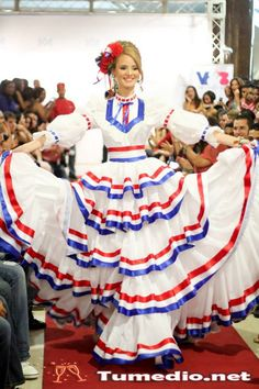 Typical folkloric dress from D. Miss Mundo, Disney Princess Outfits, Hotel Logo, Costumes Around The World, Hispanic Heritage, Dominican Republic, Quinceanera Dresses, Diy Clothing, Traditional Dresses