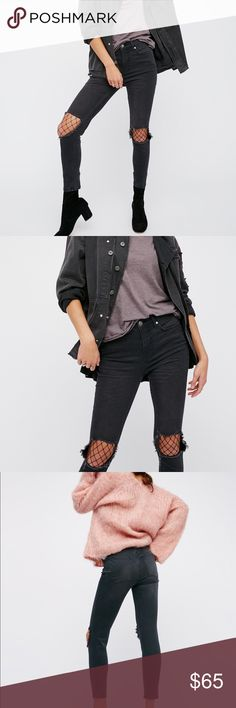 High Rise Busted Skinny Jeans Washed Black 26 Super amazing skinny jeans from Free People! Great distressed knee look. High waisted with a good amount of stretch but still a very thick material for maximum shaping. If you're tall they will be slightly cropped but if you are on the shorter side then they will fit just like normal jeans. Great washed black color is super chic. Size 26 is true to size for free people jeans. Originally $78!!! Cheaper than you can buy them in stores and brand new…