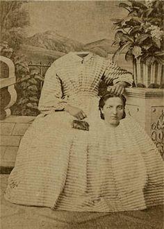 Before the Photoshop: Here Are 20 Creepy Headless Portraits From the Victorian Era Bizarre Pictures, Creepy Photos, Strange Photos, Halloween Fotos, Vintage Halloween, Halloween History, Halloween Eve, Creepy Vintage, Victorian Photos