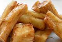 The Palate Pleaser: Singkong Goreng (Fried Cassava) Suriname Food, Tapas, Malay Food, Indonesian Cuisine, Indonesian Recipes, Exotic Food, Savory Snacks, International Recipes, Tasty Dishes